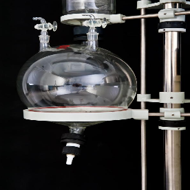 High vacuum distillation apparatus